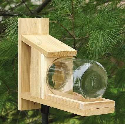 Кормушка для белок из дерева